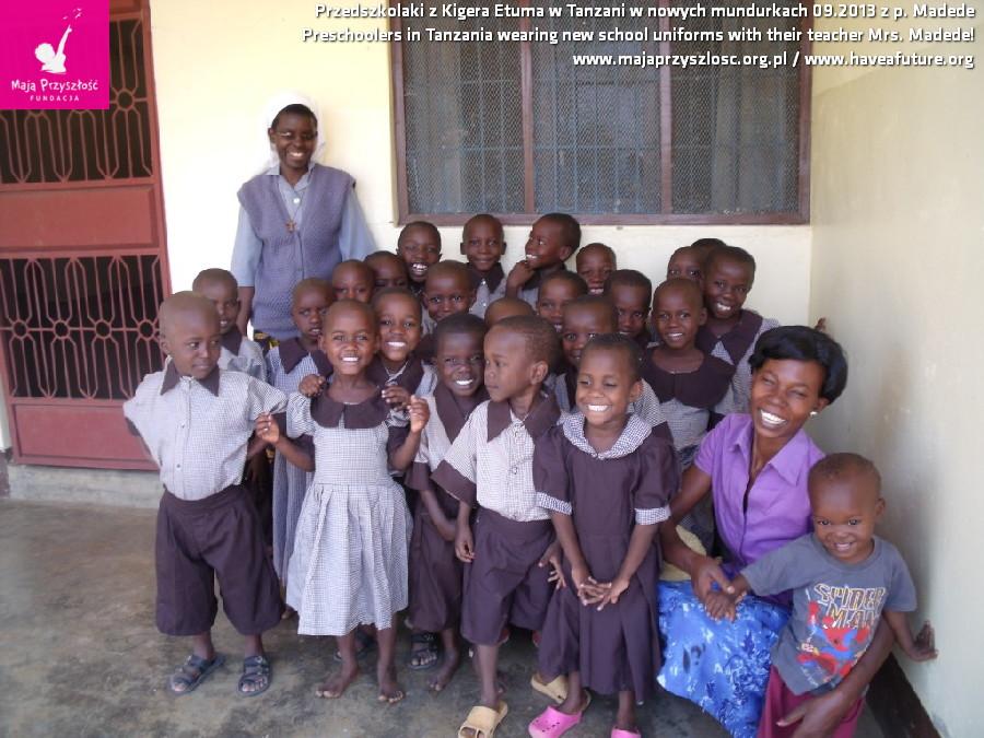 przedszkolaki w mundurkach TanzaniaDSCF6843