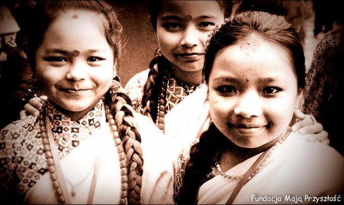 2016-nepal-pharping-basuri-konkurs__presika-z-kolezankami-w-dniu-wystepu