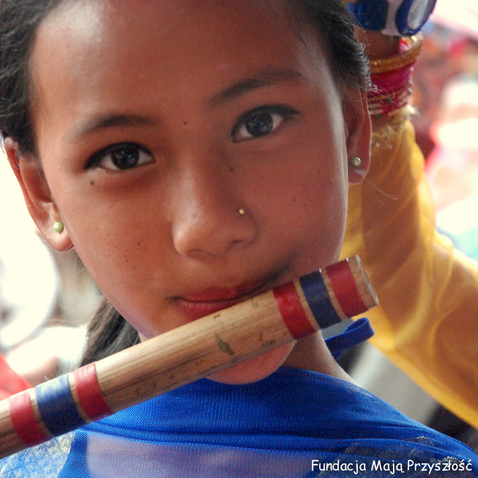 2016-nepal-pharping-basuri-konkurs__sarita-rowniez-z-nami-dzieki-wam