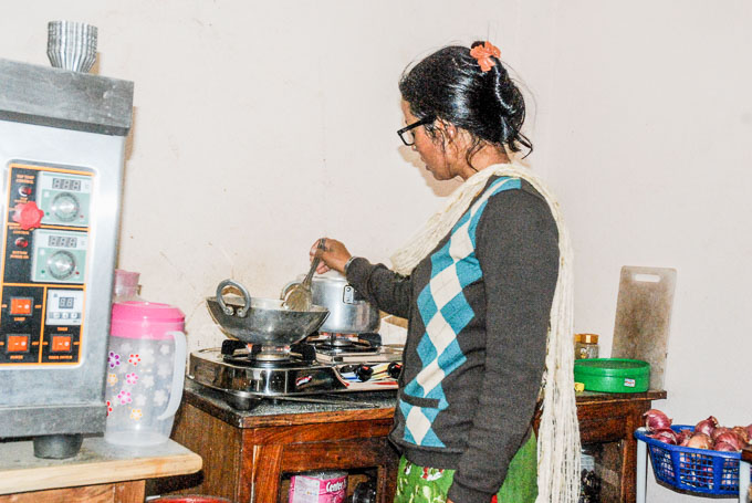 kuchnia-pharping-nepal_kuchenka gazowa na trzy palniki-2